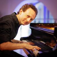 Музыка вопреки «короне». Интервью с пианистом и композитором Леоном Гурвичем